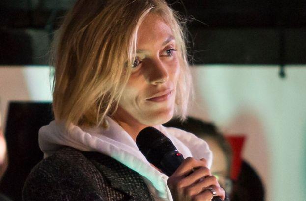 """TYLKO NA PUDELKU: Anja Rubik ostro krytykuje PiS i protestuje. """"Nikt się do więzienia nie wybiera!"""""""