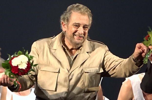 """Śpiewak operowy Placido Domingo oskarżany o MOLESTOWANIE! """"Zawsze w jakiś sposób dotykał i całował"""""""