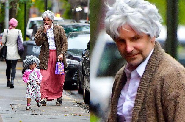 """Troskliwy Bradley Cooper z córką w strojach staruszek zbierają """"cukierki albo psikusy"""" na ulicach Nowego Jorku (FOTO)"""