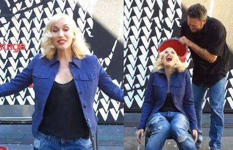 Zadowolona Gwen Stefani obrzuca się kostkami lodu!