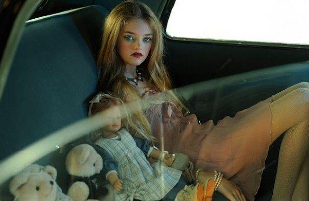 Modelka udaje lalkę... Upiorne?