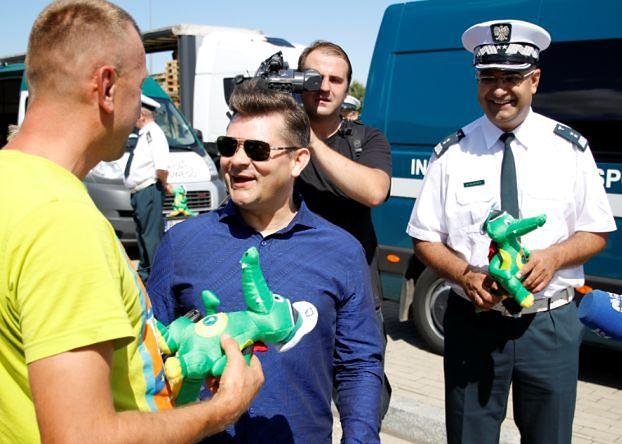 """TYLKO NA PUDELKU: Zenek Martyniuk kontroluje tiry. Dla najlepszego kierowcy zaśpiewał """"Przez twe oczy zielone"""" (WIDEO)"""