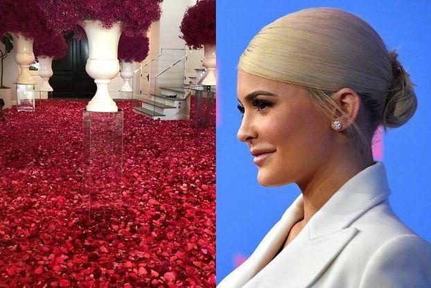 Kylie Jenner świętuje 22. urodziny na Instagramie. Travis Scott zasypał jej dom płatkami róż...