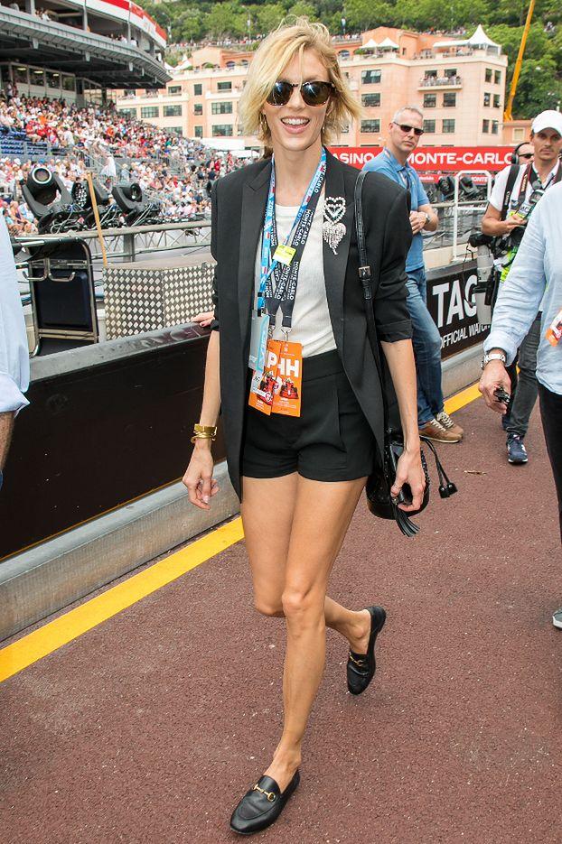 Szczupłe nogi Anji Rubik kibicują Kubicy na wyścigach Formuły 1