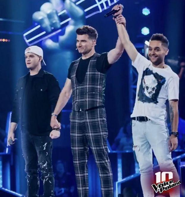 """""""The Voice of Poland"""". Pierwsze bitwy i """"kradzieże"""". Zobaczcie, kto był najlepszy, a kto pożegnał się z programem"""
