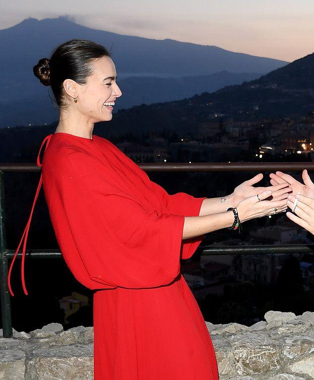 Promienna Kasia Smutniak w sukni za 25 tysięcy pozuje z córką na włoskim festiwalu filmowym (ZDJĘCIA)