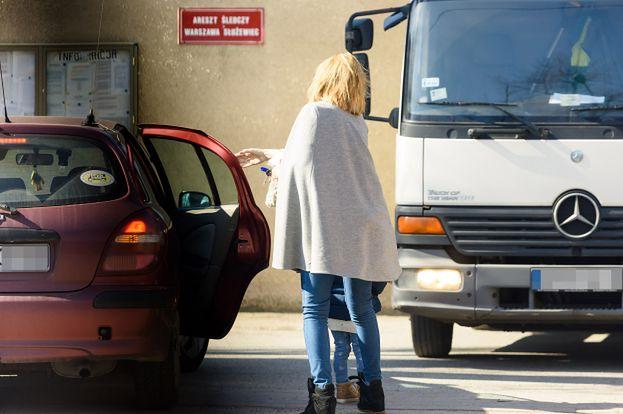 Żona odwiedziła Dariusza K. w areszcie! (ZDJĘCIA)