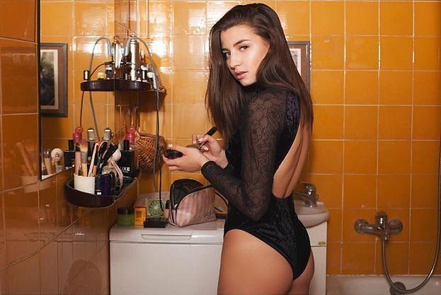"""Julia Wieniawa dała się """"oszpecić"""" dla roli. Fan docieka: """"PRYSZCZE SĄ PRAWDZIWE?"""" (FOTO)"""