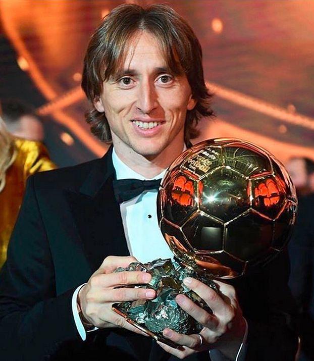 """Złota Piłka 2018: Luka Modrić odebrał trofeum i podziękował żonie. """"To wyjątkowe uczucie"""""""