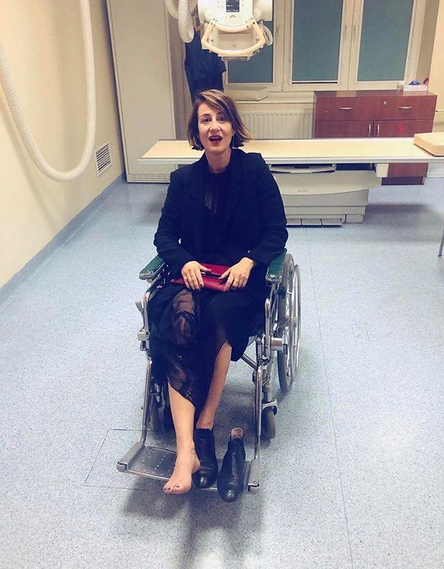 """Maja Ostaszewska wylądowała na wózku inwalidzkim. """"ZEMSTA RYDZYKA"""" (FOTO)"""