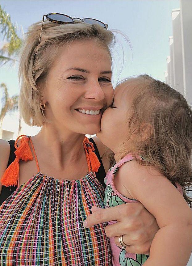 """Edyta Pazura chwali się wakacyjnym zdjęciem córki. Fani w szoku: """"BABY TINA TURNER!"""" (FOTO)"""