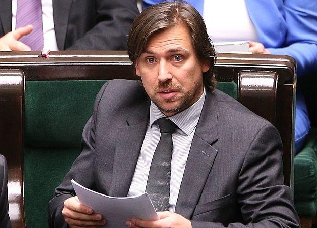 """Agent Tomek broni markowej bielizny i deskorolek dla niepełnosprawnych: """"Wszystkie wydatki są ZASADNE!"""""""