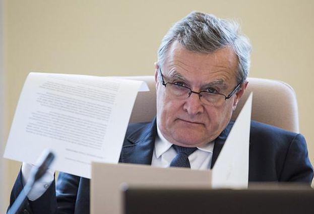 """Minister Gliński odpływa: """"Szkło kontaktowe"""" dzieli Polaków, """"W tyle wizji"""" jest oparte na humorze"""""""