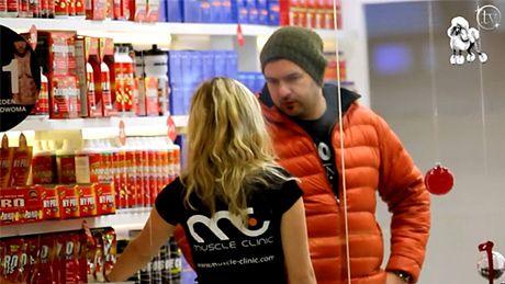Karolak kupuje odżywki!