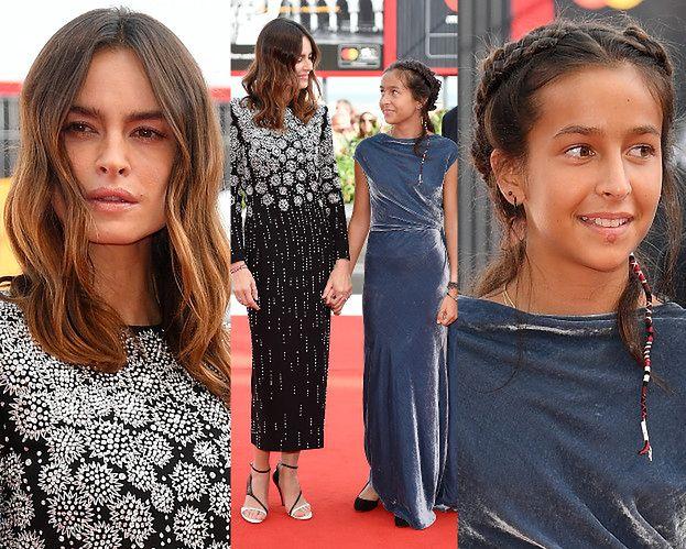 Wenecja 2018: Kasia Smutniak z córką i partnerem na czerwonym dywanie