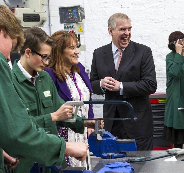 """SKANDAL na brytyjskim dworze! """"Jako 17-latka byłam NIEWOLNICĄ SEKSUALNĄ i prezentem dla księcia Andrzeja!"""""""
