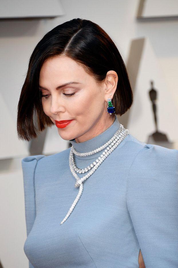 Postarzające fryzury Charlize Theron i Emmy Stone na rozdaniu Oscarów