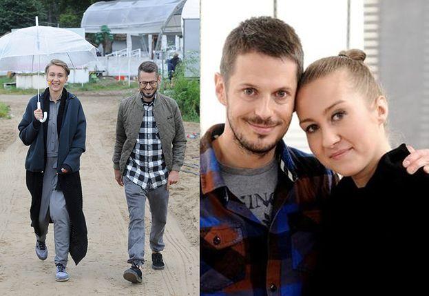 Były mąż Mrozowskiej spaceruje w deszczu z nową, odchudzoną żoną (FOTO)