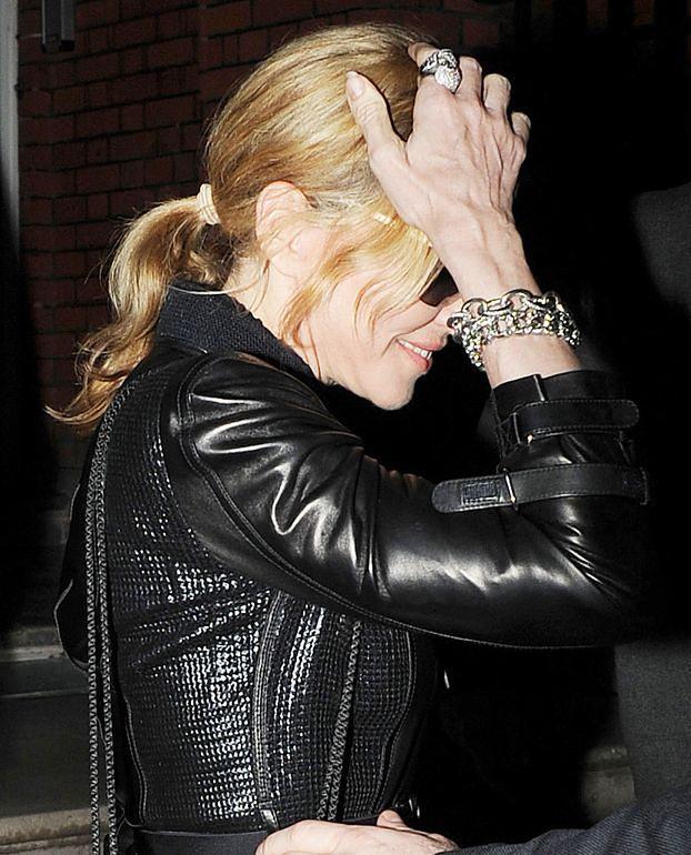 Madonna chce odmłodzić... swoje dłonie!