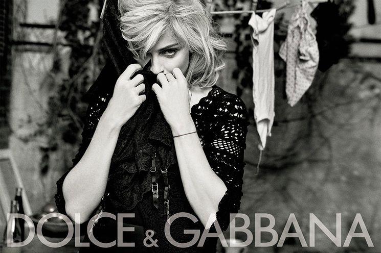 Madonna... zmywa i wywiesza pranie!