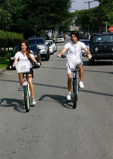 Miley z Justinem na rowerach