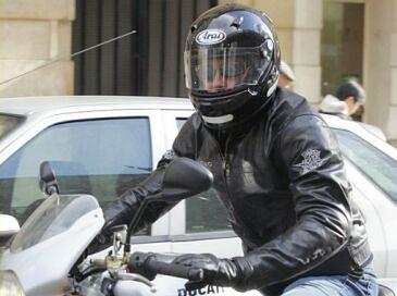 Brad Pitt na motorze