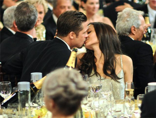 Całus Angeliny i Brada