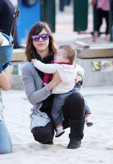 Szczęśliwa mama z maluszkiem