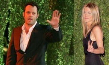 Jennifer i Vince: czułości na imprezie