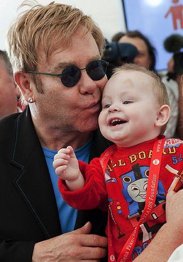 """Elton John z """"mężem""""... adoptują syna!"""