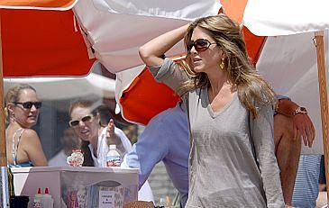 Aniston przeprowadza się do Londynu?
