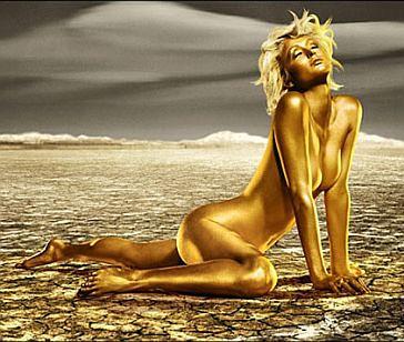 Paris Hilton złota i naga...