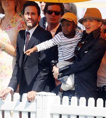 Sierota zamieszkała z Madonną!