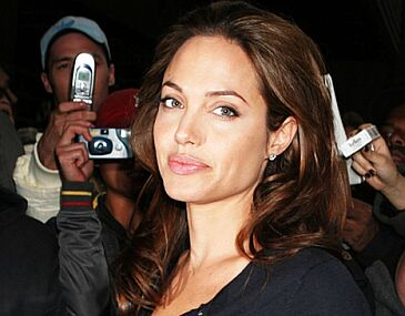Angelina Jolie i diamentowy smoczek