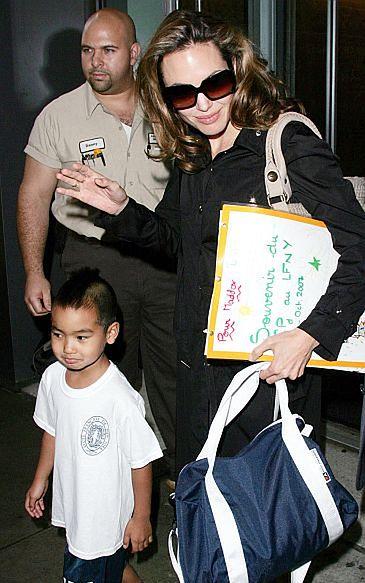 Przeprowadzki Brada i Angeliny krzywdzą ich dzieci