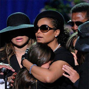 Rodzina Jacksona spóźniła się na pogrzeb!