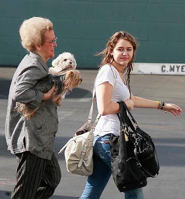 Miley Cyrus BEZ TAPETY!