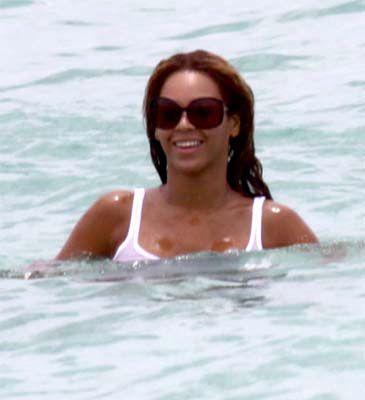Beyonce kąpie się w ubraniu!