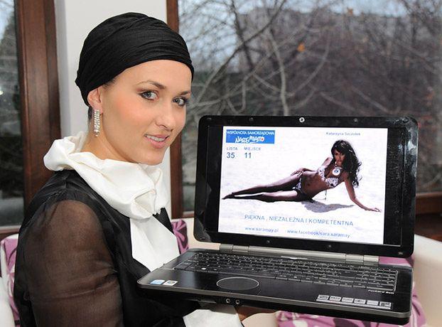 Sara May dumna ze swojego plakatu wyborczego... (FOTO)
