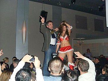 Włodarczyk tańczy ze striptizerką! (FOTO)