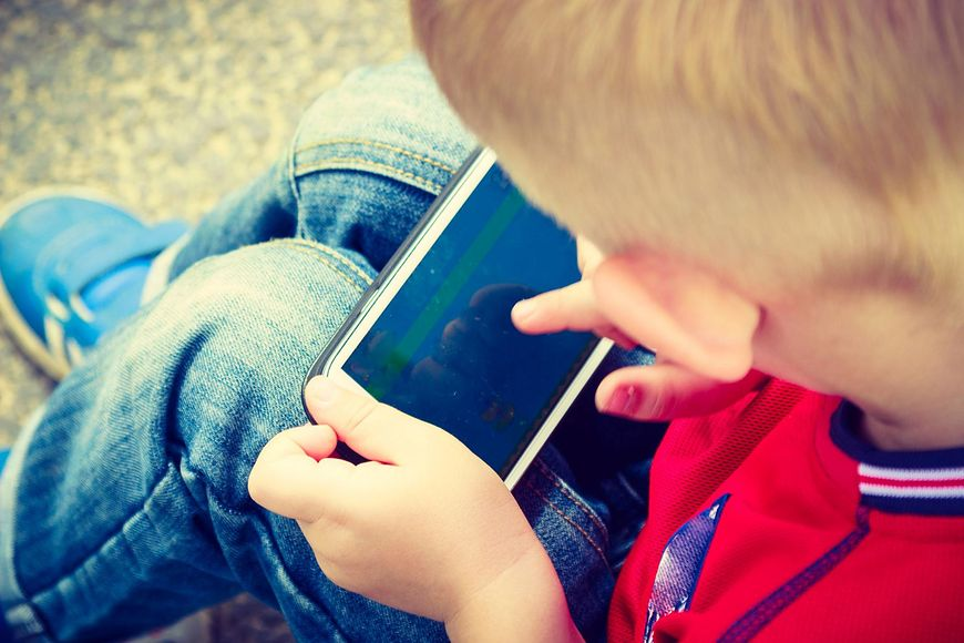 Coraz Wiecej Malych Dzieci Uzaleznia Sie Od Telefonow Z Winy