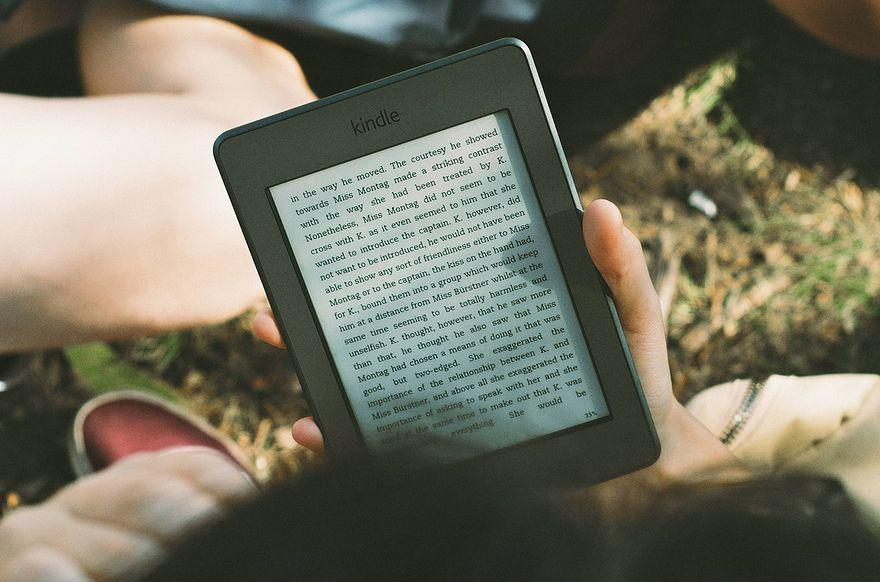 Jeśli rozrywka, to na jakim urządzeniu? Tablet czy czytnik?