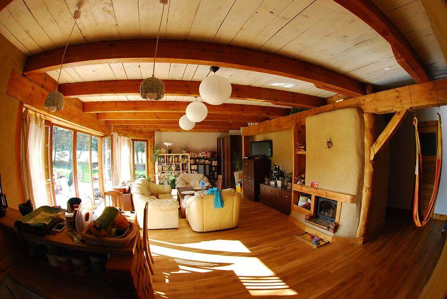 Nie święci domy lepią. Niezwykła historia domu wybudowanego wyłącznie z naturalnych materiałów