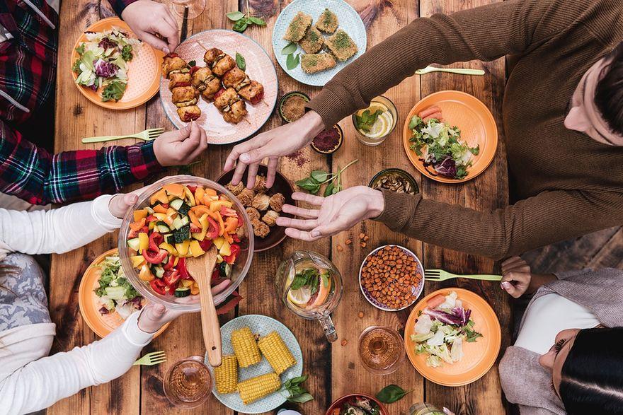 Obiad z nieznajomymi? Nowy pomysł na zwiedzanie świata
