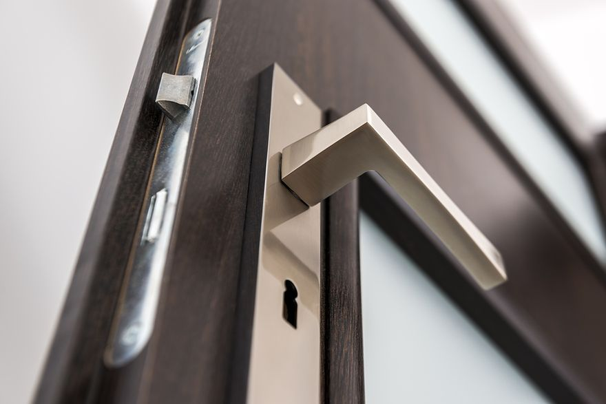 Jak dobrać klamki do różnych drzwi?