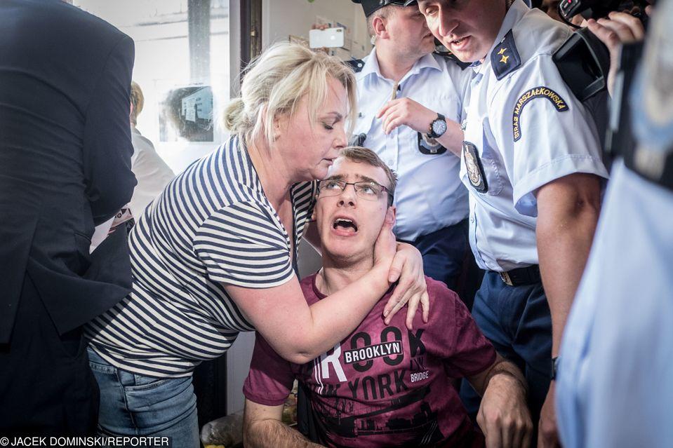 2Protest rodziców osób niepełnosprawnych w sejmie