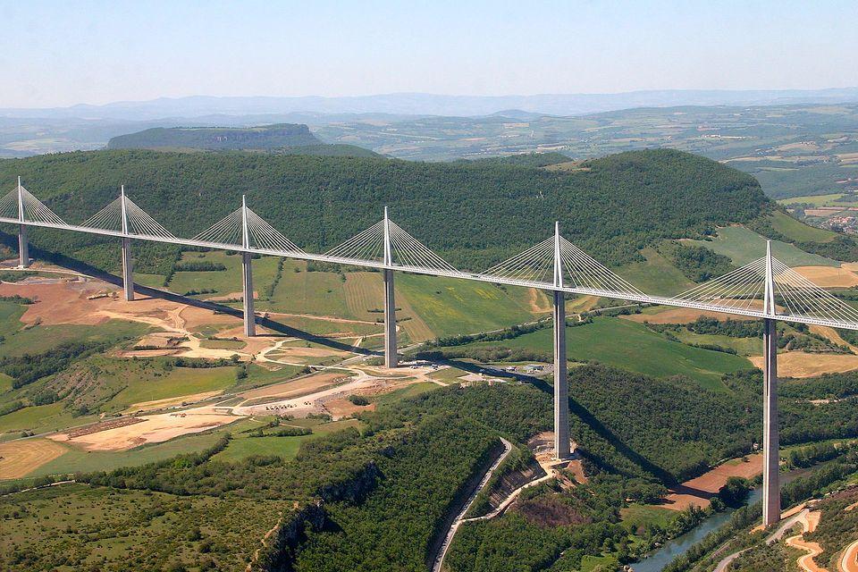 Największe, najstarsze i zwijane. 7 niezwykłych mostów świata