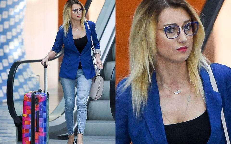 2Zasępiona Justyna Żyła wychodzi ze studia TVP