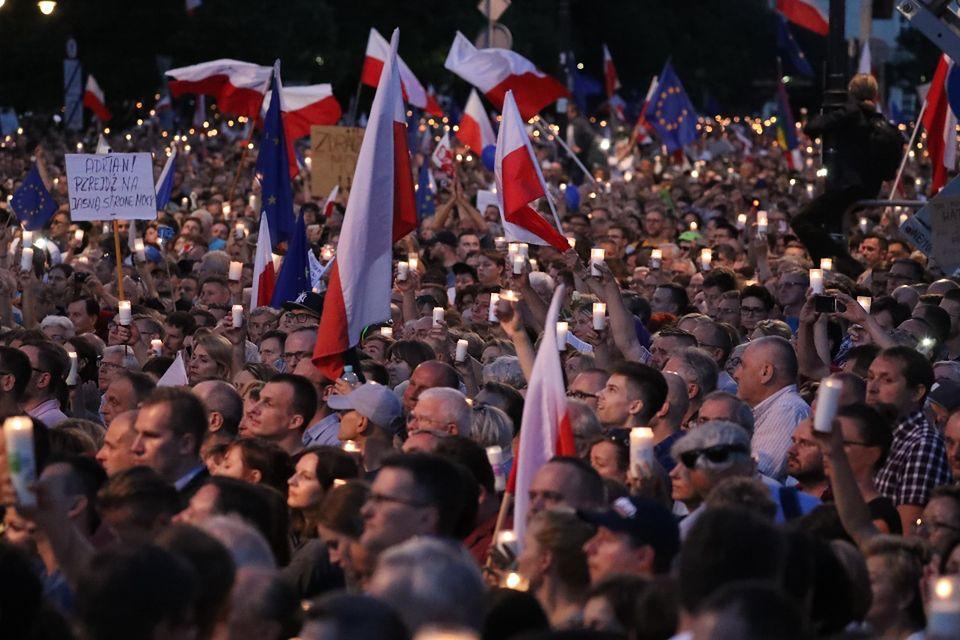2Protesty pod Pałacem Prezydenckim