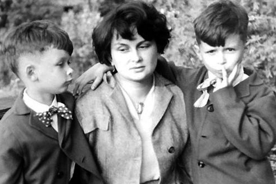 2Z bratem Lechem i mamą Marią, 1955